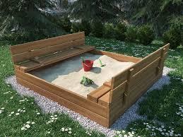 Piaskownica dla dzieci, krawędzie piaskownicy w formie ławki